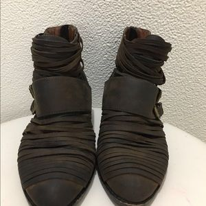 Jeffrey Campbell Women's booties size 6